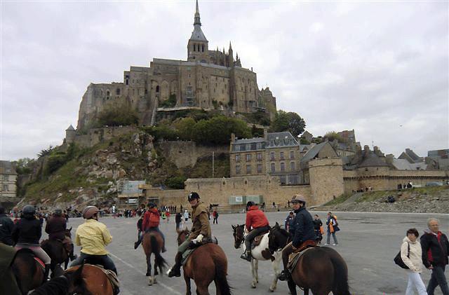 海外乗馬で人気のモンサンミッシェル